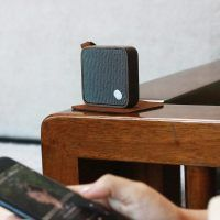 Ging-ko MI Walnut speaker lifestyle photo